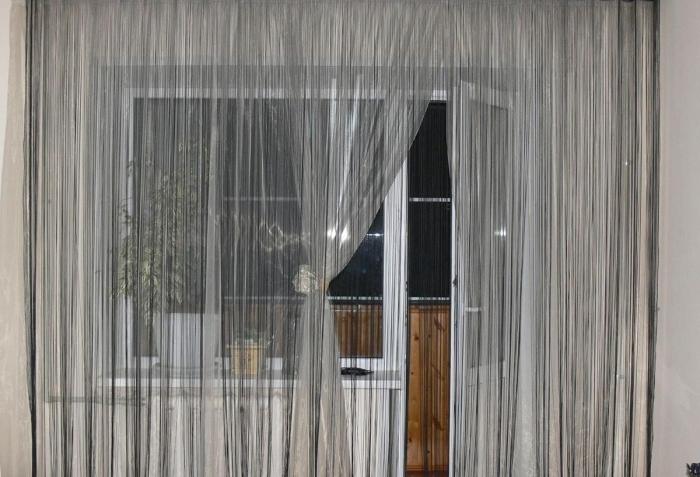 Легкие гардины для балконной двери