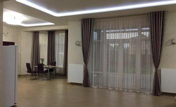 Оформление шторами частного дома: описание проекта