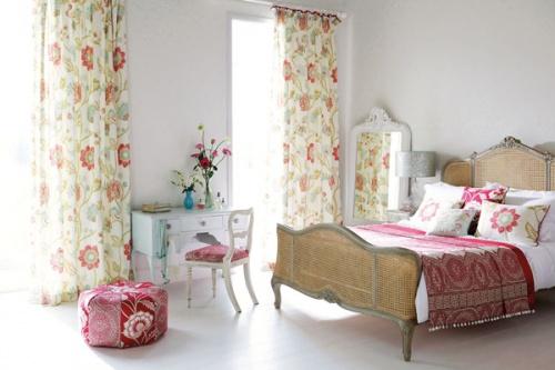 Единство стиля: украшение интерьера шторами, чехлами для мебели и декоративными подушками