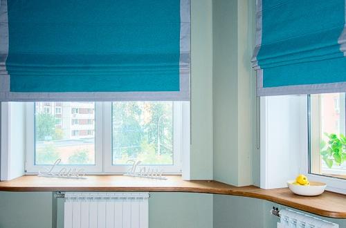 Наши работы: бирюзовые римские шторы