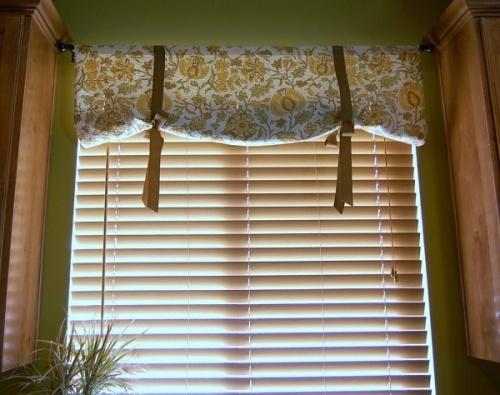 Как совместить красоту и функциональность штор при оформлении кухонного окна?