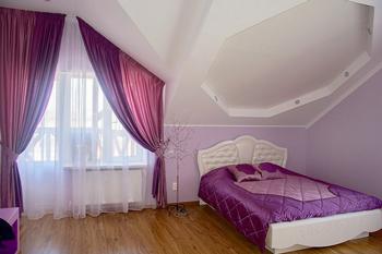 50 примеров сочетания штор и покрывала в спальне